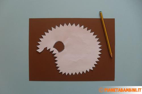 Ricopiare la forma del riccio su cartoncino