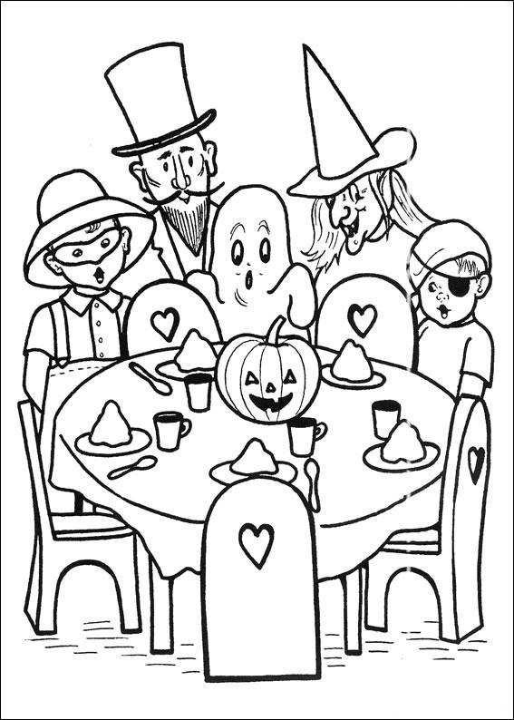 Bambini travestiti attorno alla tavola