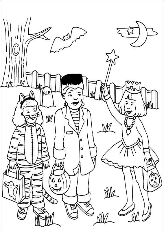 Bambini vestiti con costumi di Halloween
