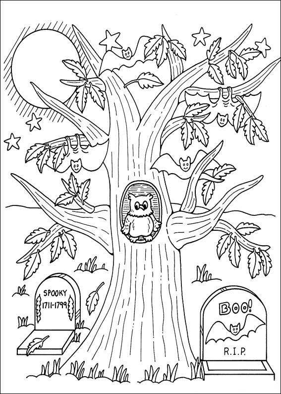 Albero con gufo e pipistrelli