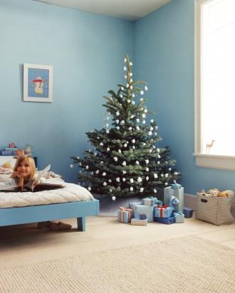Immagine dell'albero di Natale con batuffoli di cotone