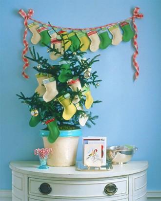 Immagine dell'albero di Natale con piccole calze