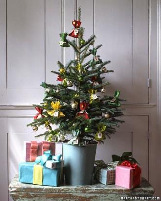 Immagine dell'albero di Natale con pacchetti regalo