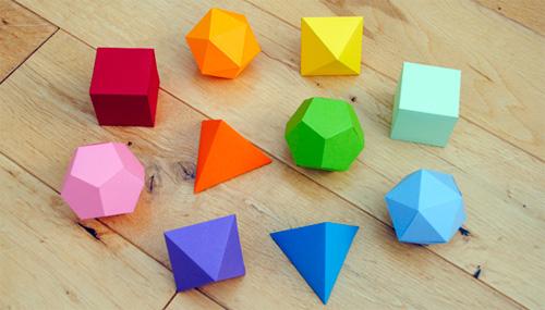 Decorazioni geometriche natalizie fai da te con la carta for Decorazioni di natale con la carta
