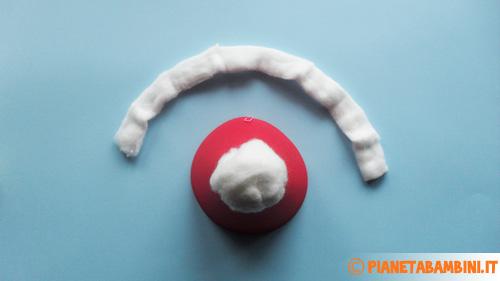 Ritagliare e incollare la fascia di ovatta al cappello