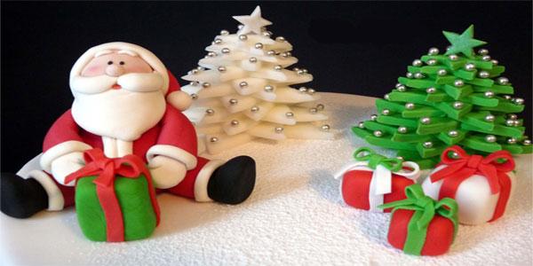 Torte di Natale decorate con pasta di zucchero