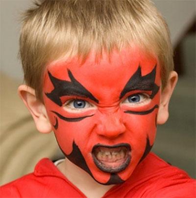 Immagine del trucco per il viso da diavolo