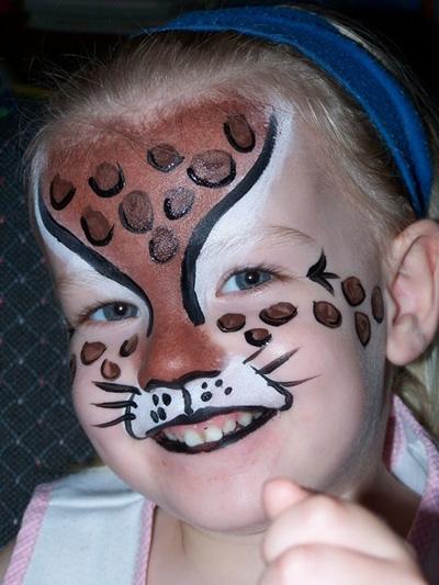 Immagine del trucco per il viso da leopardo