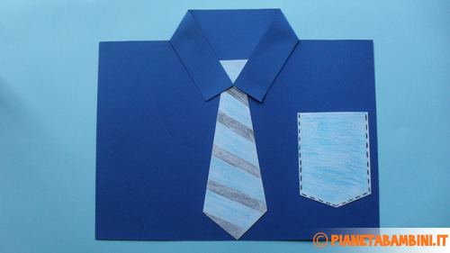 Come incollare il taschino alla camicia di cartoncino