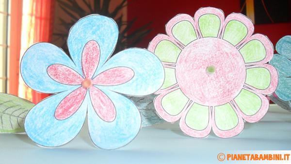 Come inserire i fiori di carta sulle cannucce