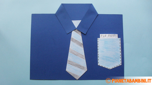 Inserimento della letterina nel taschino della camicia
