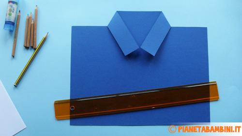 Come effettuare la piegatura del colletto della camicia di cartoncino