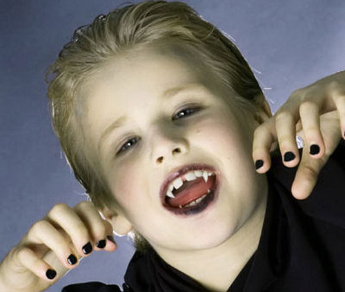 Trucco di Halloween da vampiro n.06