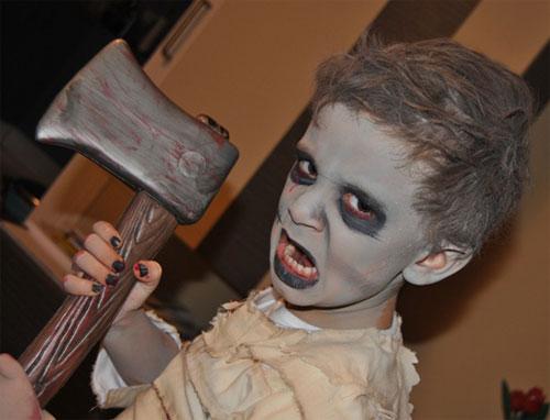 Trucco di Halloween da zombie n.01