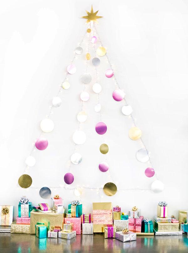 Albero di Natale fai da te con dischi colorati