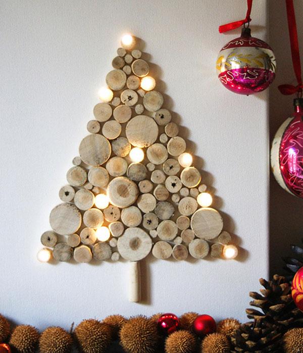 Albero di Natale fai da te con dischi di legno e luci a led