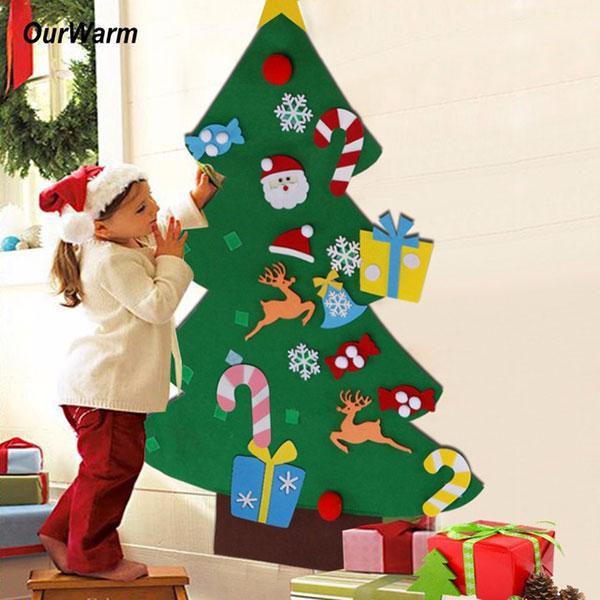 Come creare un albero di Natale da parete fai da te in feltro