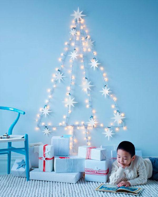 Albero di Natale da parete da creare con luci e stelle di carta