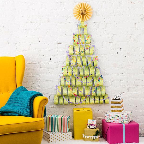 Come creare un albero di Natale da parete fai da te con nastri di carta
