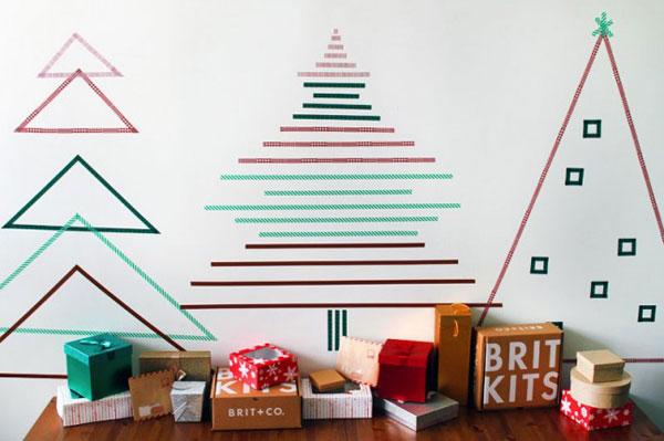 Come creare un albero di Natale da parete con del nastro adesivo