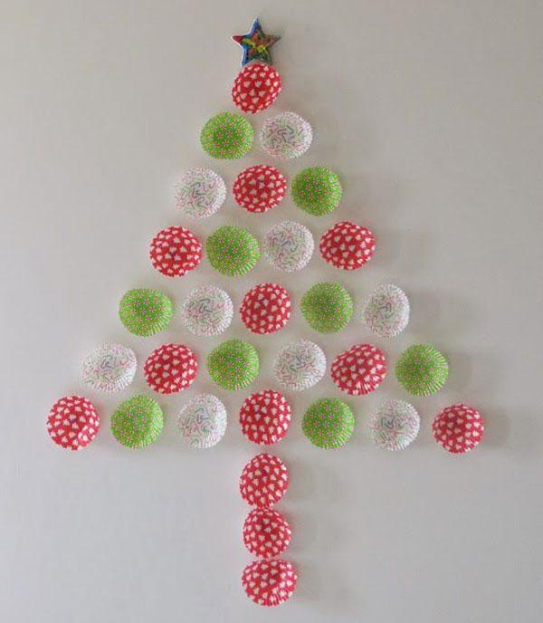 Come creare un albero di Natale da parete fai da te con pirottini