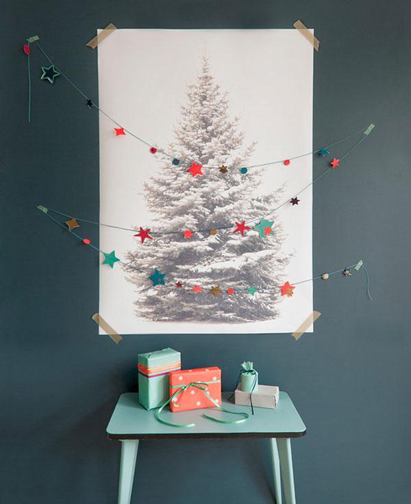 Come creare un albero di Natale da parete con un poster
