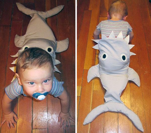 Costume di Halloween con effetto 'divorato da squalo'