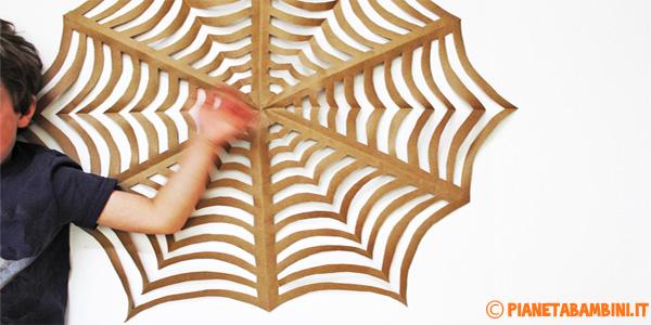 Creare una ragnatela di carta con tecnica kirigami
