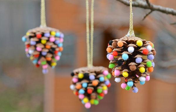 Lavoretti di natale con le pigne ecco 18 simpatiche idee - Decorazioni natale pigne ...