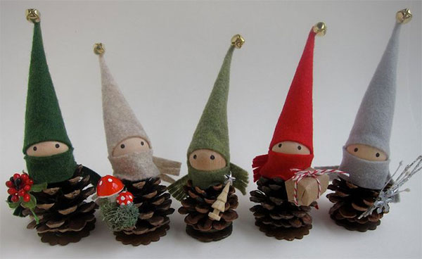 Gnomi creati con le pigne come lavoretto di Natale