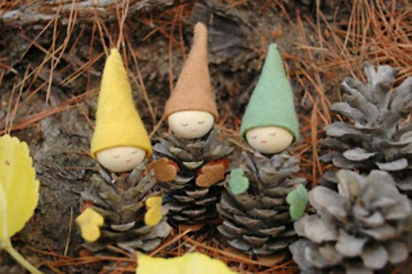 Gli gnomi con le pigne ed i cappelli in feltro
