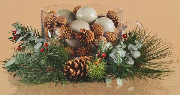 Centrotavola natalizio con le pigne