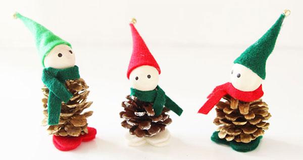Elfi creati con le pigne come lavoretto di Natale