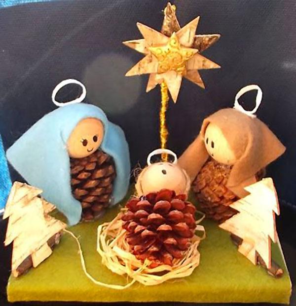 Lavoretto di Natale presepe con le pigne