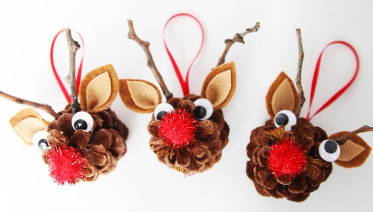 Lavoretto di Natale renne con le pigne