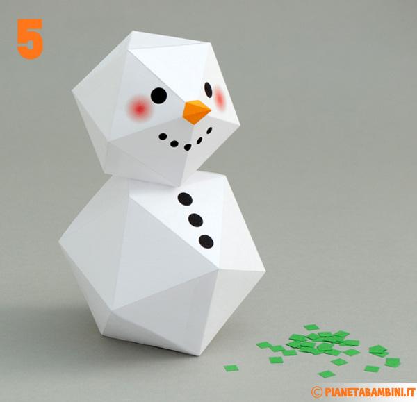 Il corpo e la testa del pupazzo di neve di carta