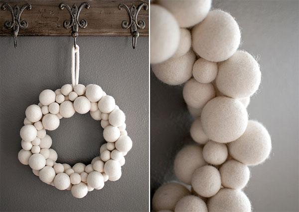 Ghirlanda natalizia con palline rivestite di cotone