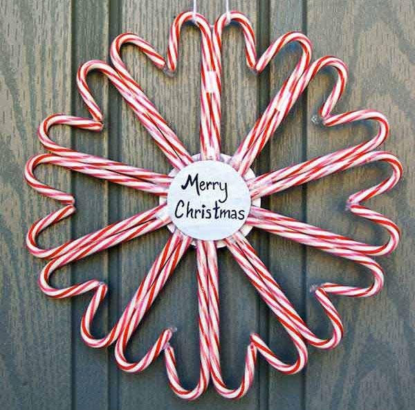 Ghirlanda natalizia con bastoncini di zucchero