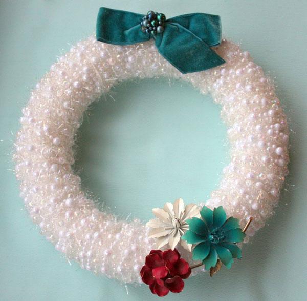 Ghirlanda natalizia con perline bianche