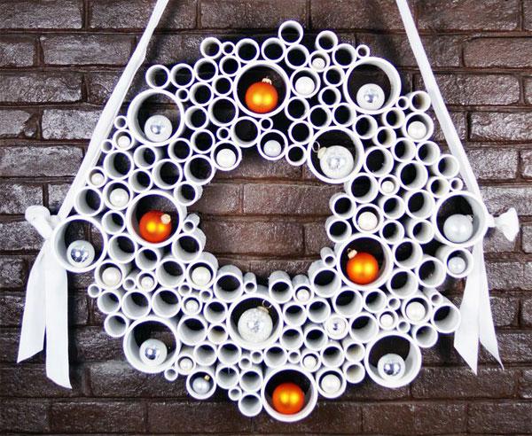 Ghirlanda natalizia con cilindri di riciclo