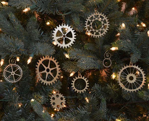 Decorazioni di Natale con vecchi ingranaggi