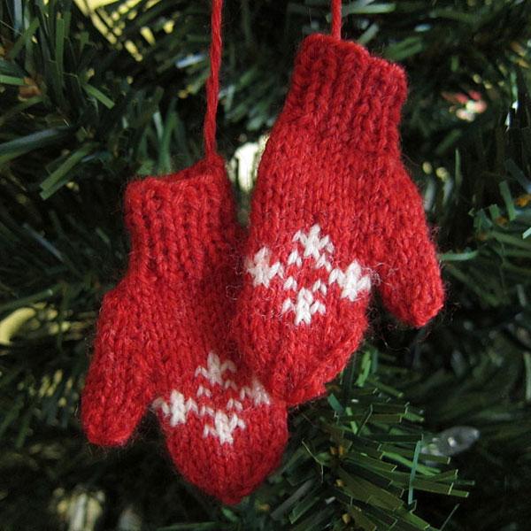 Decorazioni di Natale con i vecchi guanti