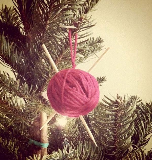Decorazioni natalizie con i gomitoli di lana