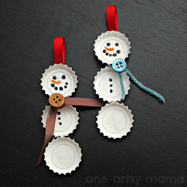 Pupazzi di neve con i tappi