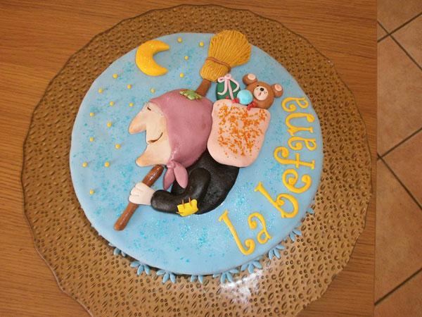 Foto della torta della Befana in pasta di zucchero n.01