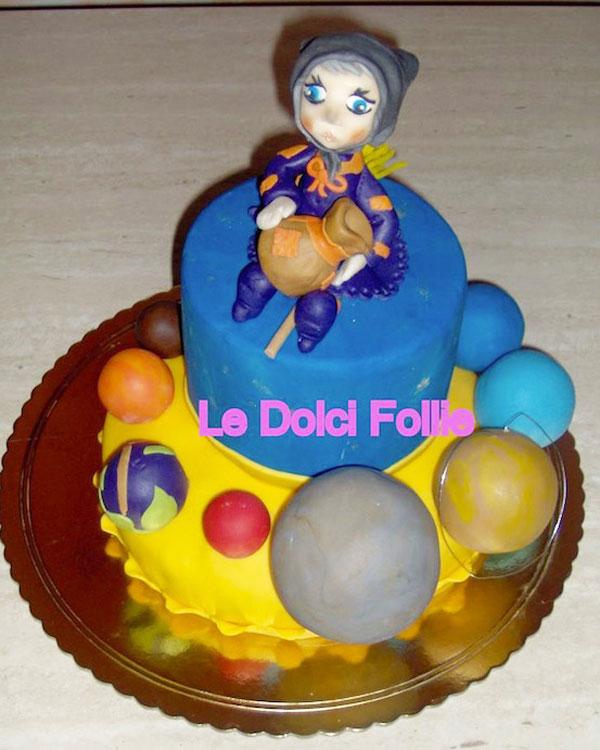 Foto della torta della Befana in pasta di zucchero n.06