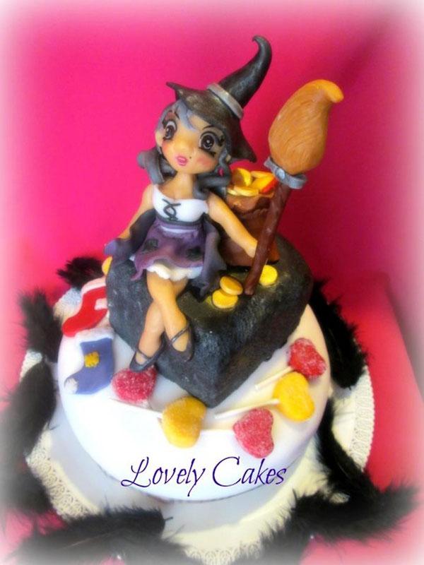 Foto della torta della Befana in pasta di zucchero n.07