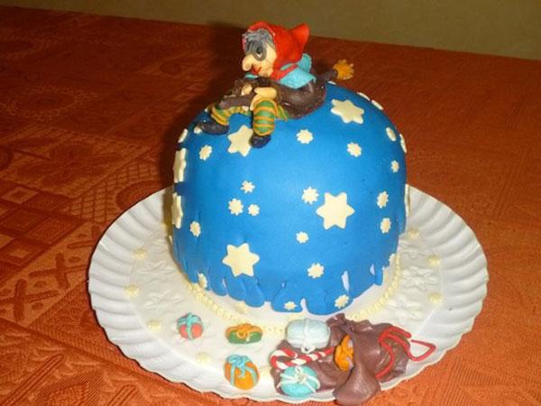 Foto della torta della Befana in pasta di zucchero n.08
