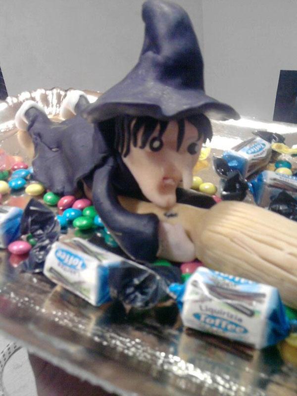 Foto della torta della Befana in pasta di zucchero n.09