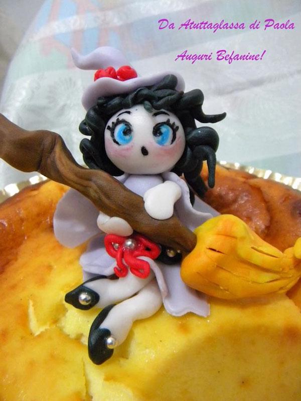 Foto della torta della Befana in pasta di zucchero n.12